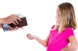 Право ребенка получать деньги на содержание от родителей