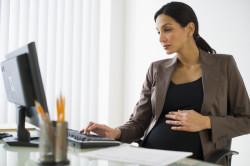 Работающая беременная женщина