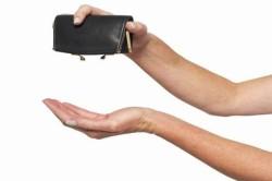 Нехватка денег - причина выхода из декрета