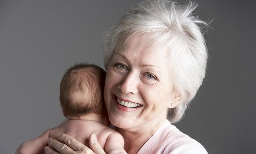 Бабушка в отпуске по уходу за ребенком